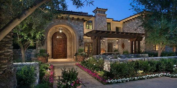 Big house, big price tag on 'Big Unit' Randy Johnson's house